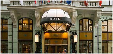 Le-palace-Hotel-Entrance